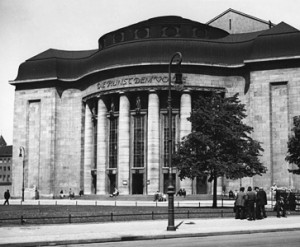Volksbühne_Bundesarchiv_Bild_146-2002-003-33A_Berlin_Volksbühne-300x247